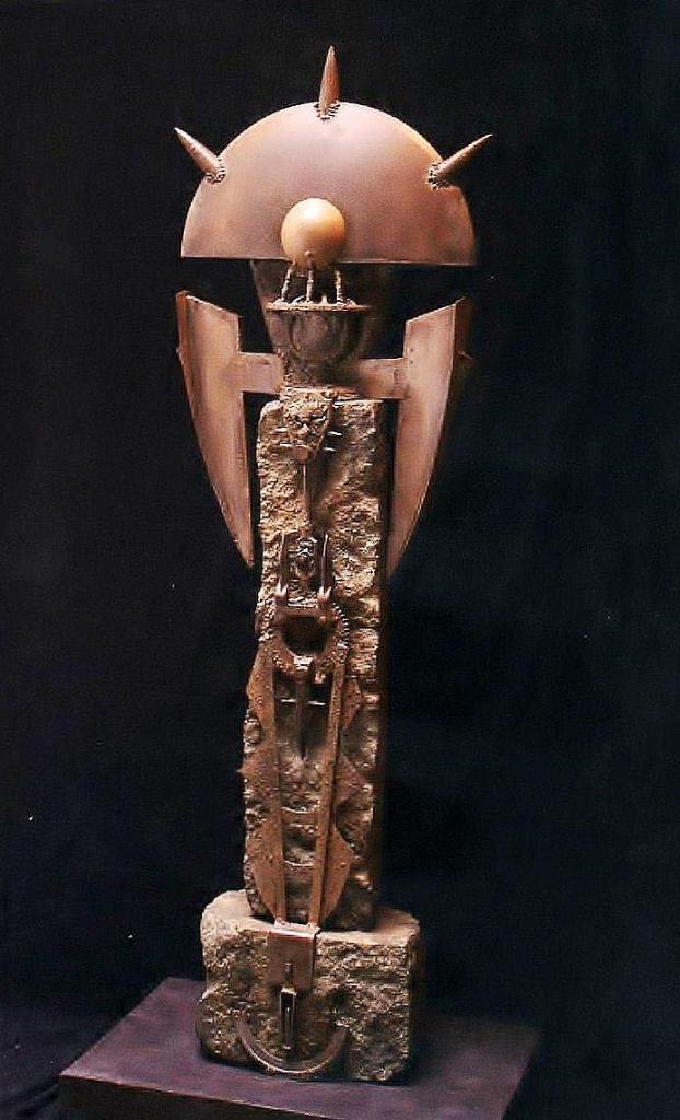 CUSTODIA, hierro, acero y granito, 1997-2005.