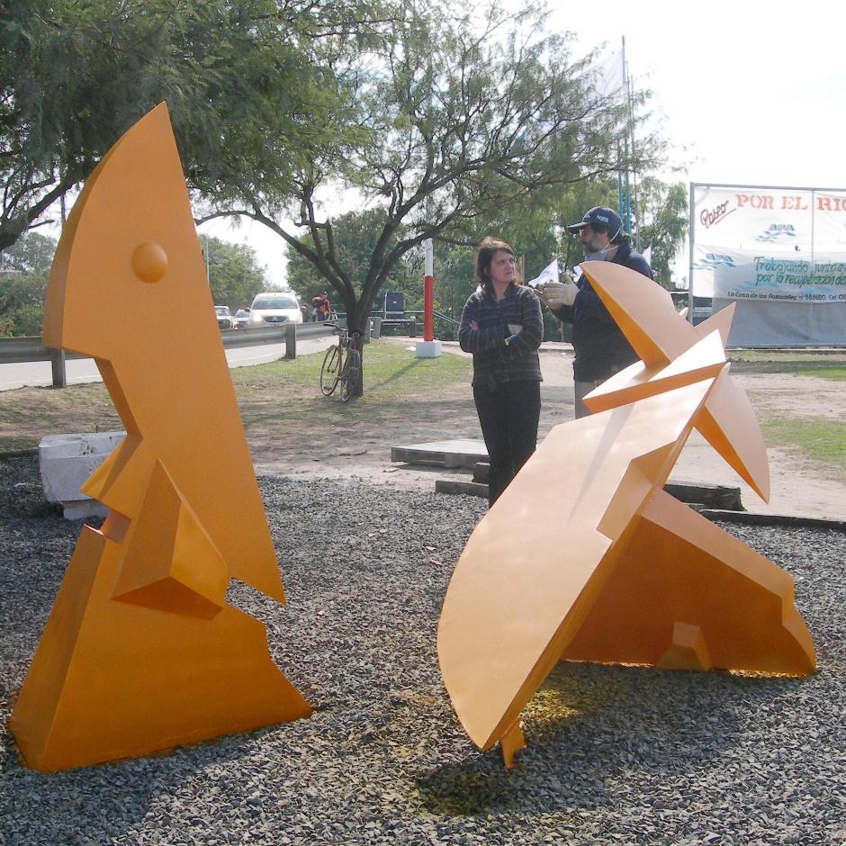 ALTAR A LA AMISTAD, hierro, 100 x 100 x 350 cm., (con Adriana Laurenzi), emplazada en Resistencia, 2010.