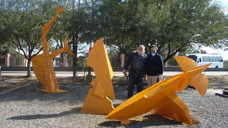 ALTAR A LA AMISTAD, hierro, 100 x 100 x 350 cm., (con Oscar Stáffora), emplazada en Resistencia, 2010.