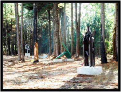 PORTAL DE LA EQUIDAD, hierro, 300 cm. de altura, 2013, emplazada en el Parque Antonie de Saint-Exuperi.