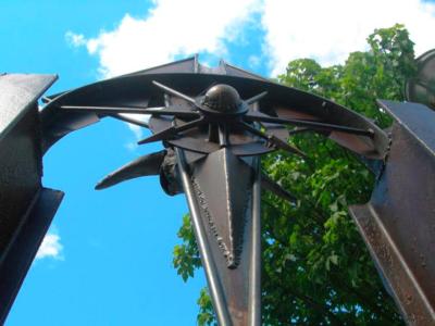 PORTAL DE LA EQUIDAD (detalle), emplazada en el Parque Antonie de Saint-Exuperi.
