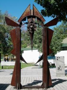 PORTAL DE LA EQUIDAD (en proceso), hierro, 300 cm. de altura, 2013.