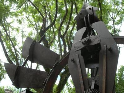 PORTAL DE LA INCLUSIÓN (detalle 2), hierro, 300 cm. de altura, 2011.