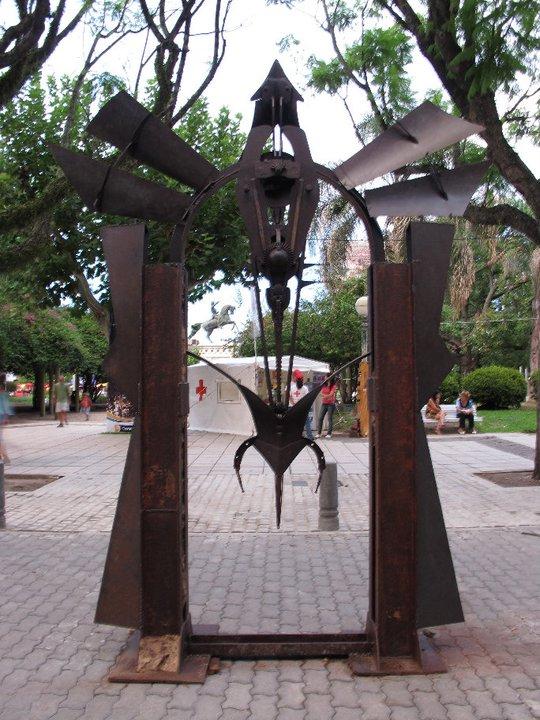 PORTAL DE LA INCLUSIÓN (vista b), hierro, 300 cm. de altura, 2011.