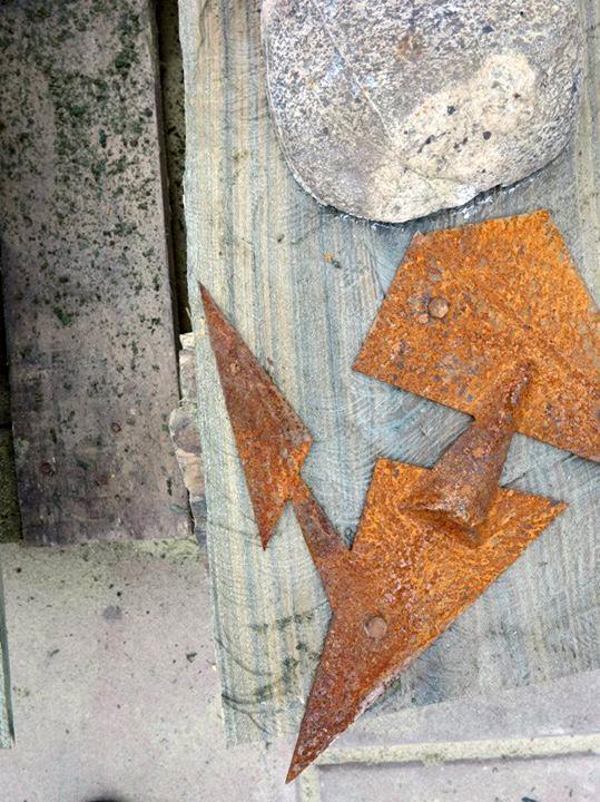 SILENCIO ANCESTRAL III (detalle), palosanto, granito y hierro, 180 cm. de altura, 2015. J. J. Castelli, Chaco.