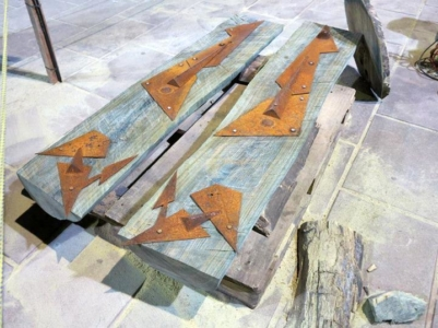 SILENCIO ANCESTRAL III (en proceso), palosanto, granito y hierro, 180 cm. de altura, 2015. J. J. Castelli, Chaco.
