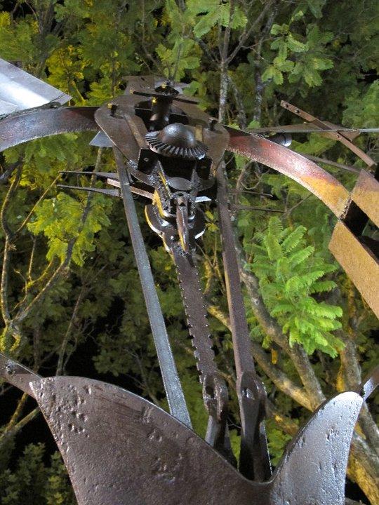 PORTAL DE LA INCLUSIÓN, (detalle 4), hierro, 300 cm. de altura, 2011.